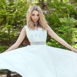 Single girlfriend Anna, 20 yrs.old from Kiev, Ukraine