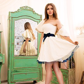Single bride Elena, 18 yrs.old from Odessa, Ukraine