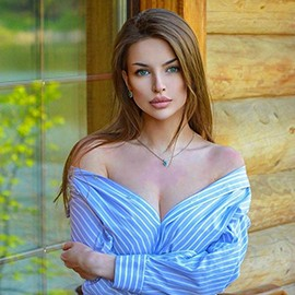 gorgeous lady Alina, 22 yrs.old from St. Petersburg, Russia