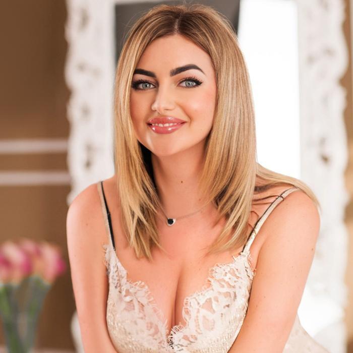 Charming mail order bride Yulia, 28 yrs.old from Berdyansk, Ukraine