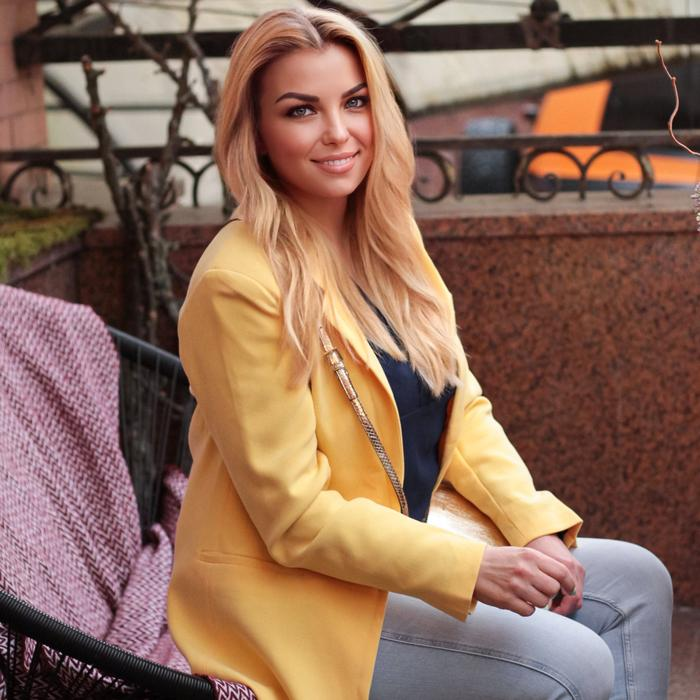 Hot girlfriend Oksana, 45 yrs.old from Kiev, Ukraine