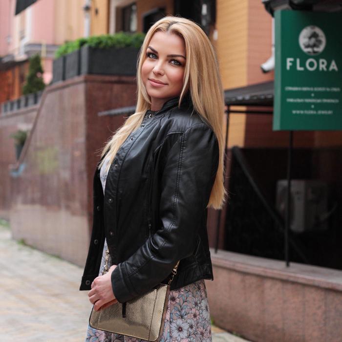 Sexy miss Oksana, 45 yrs.old from Kiev, Ukraine