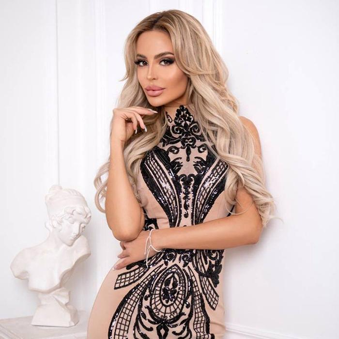 Gorgeous bride Eleonora, 35 yrs.old from Saint Petersburg, Russia
