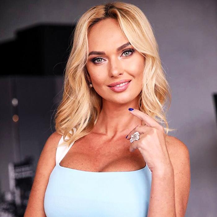 Sexy girlfriend Victoria, 44 yrs.old from Kiev, Ukraine