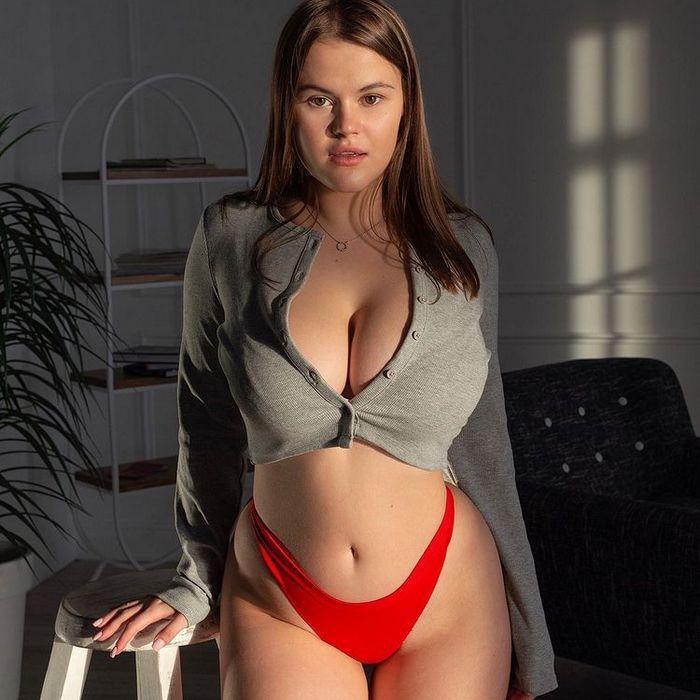 Pretty lady Oksana, 21 yrs.old from Chelyabinsk, Russia