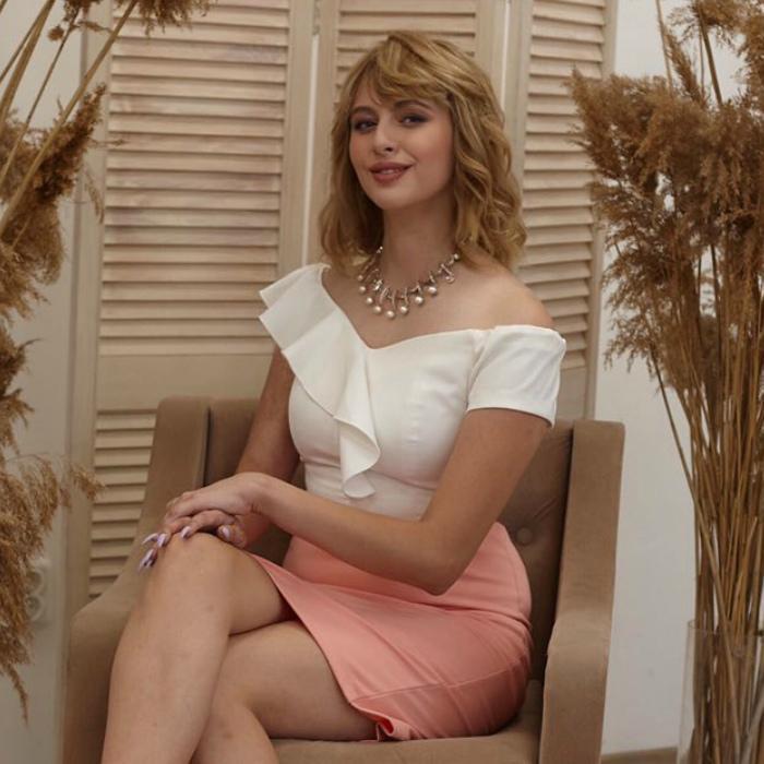 Single wife Alina, 19 yrs.old from Simferopol, Russia